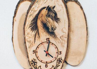 Brandmalerei nach Wunschmotiv ZellamSee Lieferung Post Bestellung online indivudelles Kunsthandwerk Geschenk Atelier Halili Geschenk fuer pferdeliebhaber Kunst mit Pferdmotiv