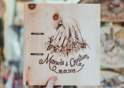 Brandmalerei nach Wunschmotiv ZellamSee Lieferung Post Bestellung online indivudelles Kunsthandwerk Geschenk Atelier Halili Hochzeitsalbum auf Holz Hochzeitsgeschenk individuell